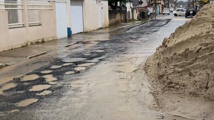 Alto volume de chuva interrompe temporariamente obras de esgoto no bairro Cidade Nova