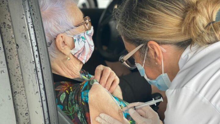 Itajaí inicia vacinação contra covid-19 para idosos com 80 anos ou mais