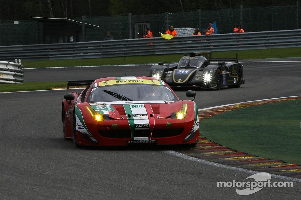 Ferrari supera Aston Martin e vence na PRO