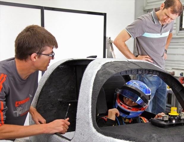 Na foto Nicolas Prost testa novo cockpit