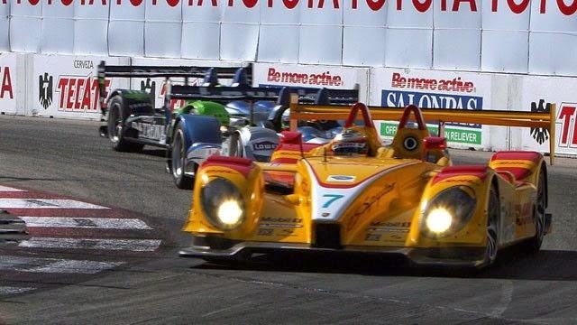 Porsche e Acura, lutando pela vitória.