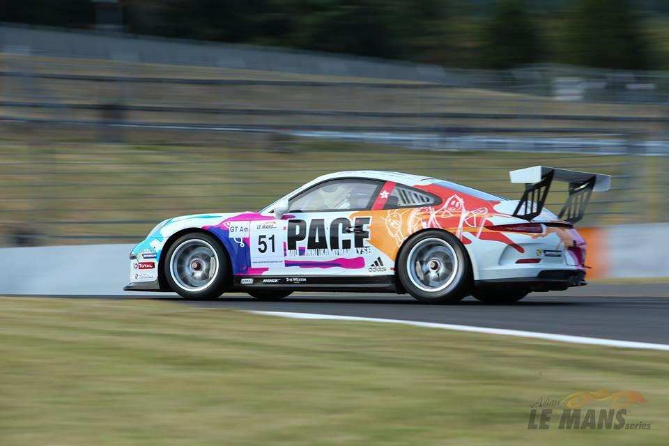 Correndo sozinho na classe GT-AM o Porsche #51 da KCMG Racing. (Foto: Asian LMS)