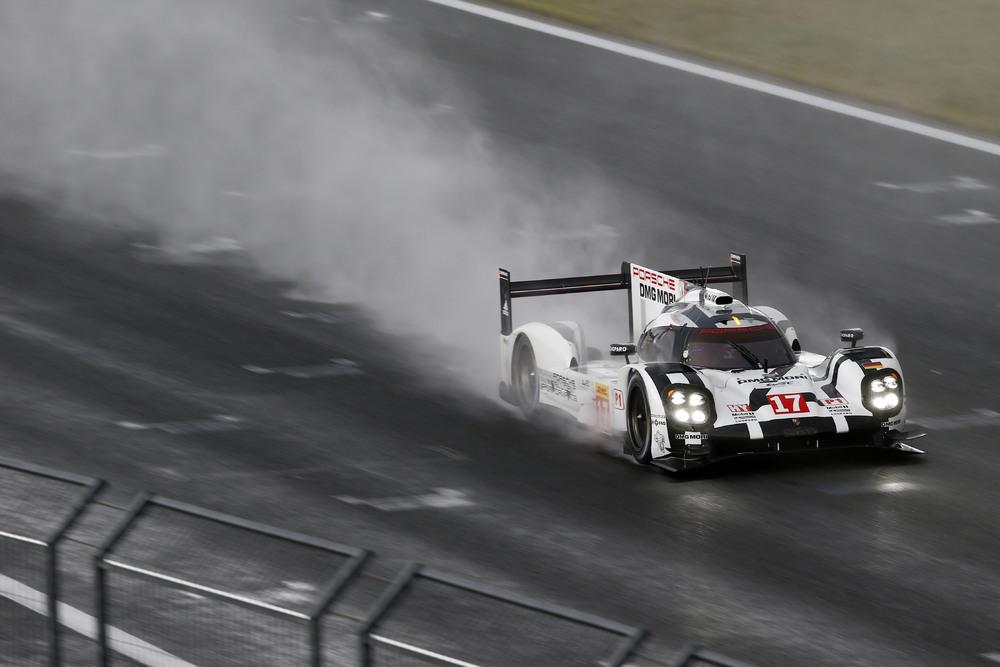 Porsche sofreu nas primeiras horas de prova. (Foto: Porsche AG)
