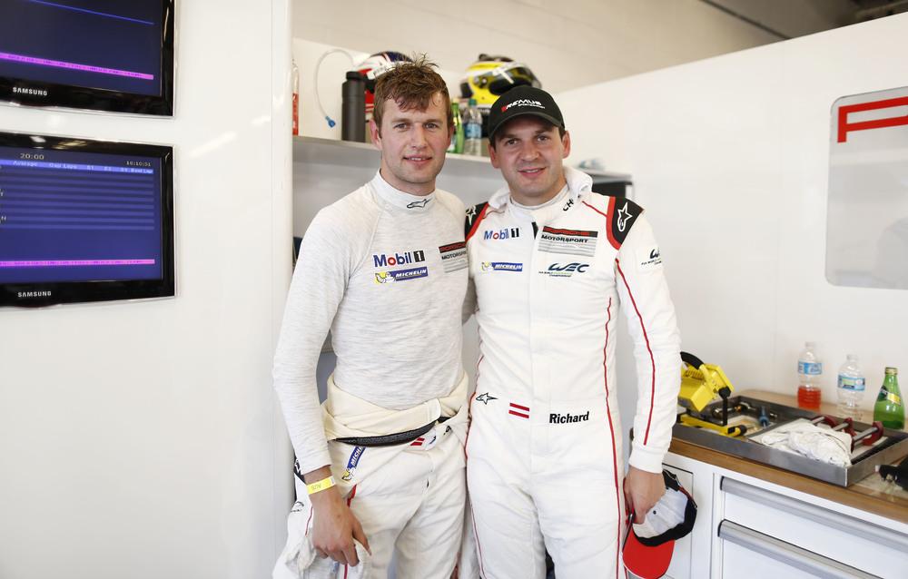 Ao lado de Michael Christensen, seu companheiro no Porsche #91. (Foto: Porsche AG)