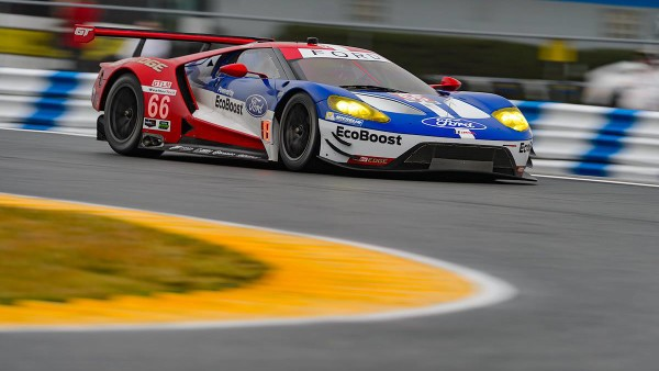 Ford GT na frente. (Foto: Ford Performance)