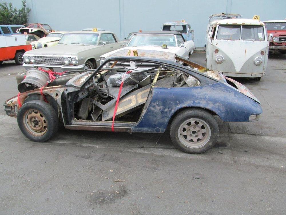 "Antes do restauro o carro estava ""destruído"". (Foto: Porsche AG)"