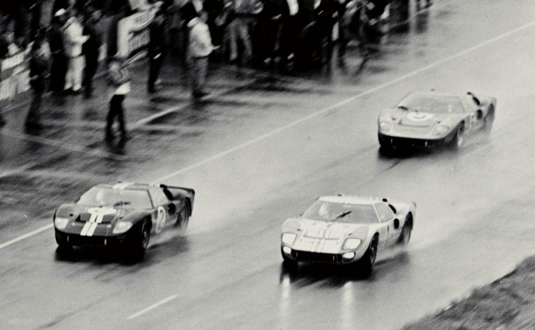 Chegada da edição de 1966 com três primeiros lugares ocupados pelo GT40.