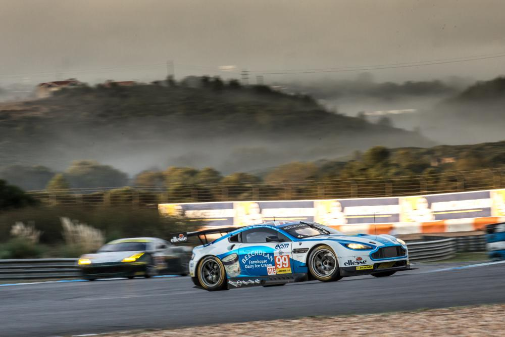 Aston Martin vence e fatura título da classe GTE. (Foto: AdrenalMedia)