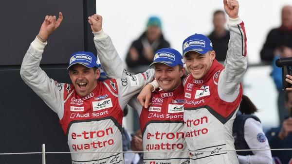 Andre Lotterer, Marcel Fassler e Benoit Trelyier. Muitas conversas, nada concreto. (Foto: Fox Sports)