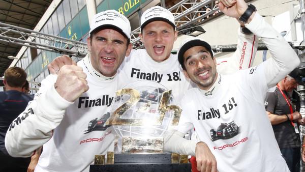 Romain Dumas, Marc Lieb e Neel Jani. (Foto: Porsche AG)