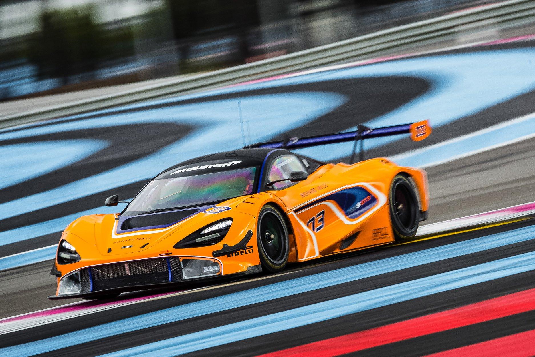 """O McLaren pode ser o próximo fabricante a entrar no IMSA. De acordo com o diretor do fabricante inglês, Dan Walmsley, as chances do novo 720s GT3, estrear na classe GTD do campeonato de endurance americano são grandes. O 570s GT4 estreou no Michelin Pilot Challenge em 2017, a versão GT3 deve estrear nas 12 horas da Gulf em Dezembro. Inicialmente programado para ser vendido para pequenos clientes, de acordo com Walmsley, nada impede do carro competir. """"A categoria em si abriu as portas para os pequenos fabricantes"""", disse Walmsley ao Sportscar365. """"Estamos trabalhando muito de perto com os caras da IMSA nos últimos dois anos com nossas corridas de carros GT4 na categoria GS."""" """"Do ponto de vista esportivo e também do ponto de vista do marketing automotivo, é o nosso maior mercado global de vendas de carros de rua, por isso é uma área fundamental para que possamos competir."""" """"Embora não tenhamos nos comprometido com nada ainda, o IMSA é um lugar que realmente sentimos que podemos correr o carro e mostrar bem, então estamos trabalhando muito para isso."""" De acordo com a reportagem do site Sportscar365, equipes como a Flying Lizard Motorsports e a Compass Racing, seriam as primeiras a competir com o novo GT3. Essas informações não foram confirmadas pelo dirigente da McLaren. """"É bem provável que tenhamos um carro de corrida na América do Norte"""", disse ele. """"Pelo menos um. Somos uma empresa ambiciosa. Queremos ter algumas boas corridas por lá, então a meta é mais do que uma e com parceiros competitivos."""" """"Também observamos com interesse a evolução do Pirelli World Challenge no novo formato e estrutura com o SRO. Estamos observando com interesse e a América é um mercado chave para nós e esperamos nos sair muito bem em ambos os campeonatos""""."""