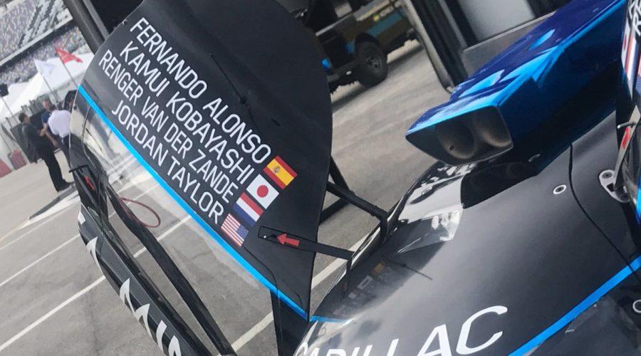 Kobayashi lidera segundo treino em Daytona